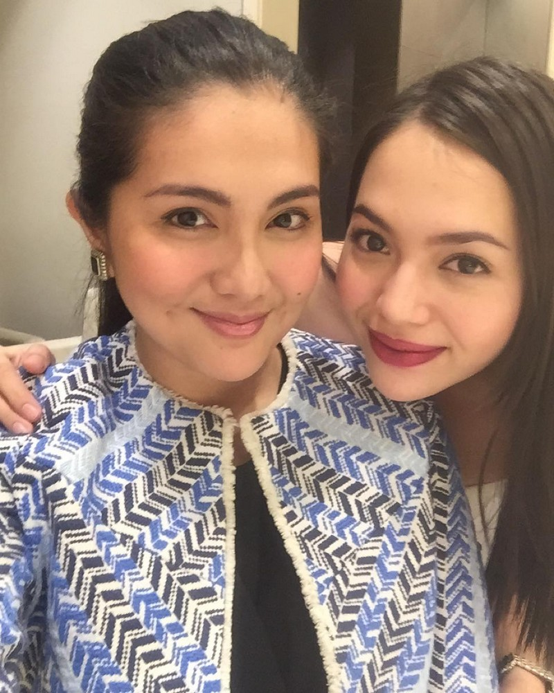 54 Photos of Dimples Romana's bonding moments with her closest friends in showbiz!